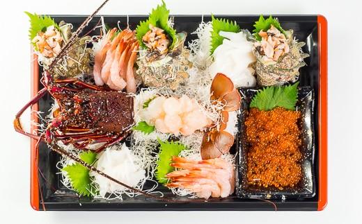 セット内容① 伊勢海老・サザエ・いくら・ガスエビ・イカ ※その日の水揚げにより、魚種が同等品の別種と変わることがあります。