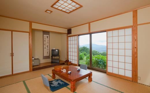 落ち着いた雰囲気の和室から一望出来る阿武隈の山並みが旅の疲れを癒してくれます。(一部眺めのお楽しみいただけない部屋もございます)