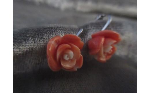 桃珊瑚バラの花イヤリング