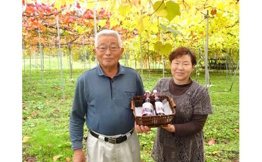 山ぶどう栽培暦20年のベテラン生産者、東海林さんご家族。