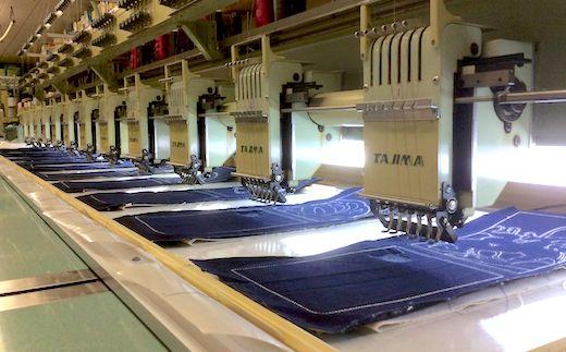 1989年創業のアルファ企画。刺繍を軸に、ラインストーン加工・レーザー抜染・レーザーカットなどアパレルの二次加工を行う専門業です