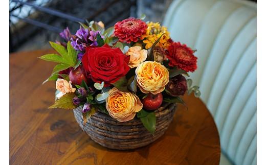 E-092.季節の生花のフラワーアレンジメント