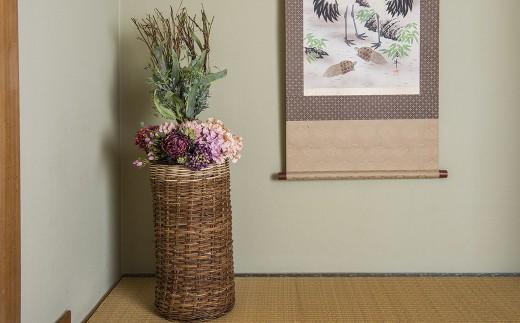 中に花器を入れて床の間などでインテリアとして飾る事で ステキ空間の演出にも活用