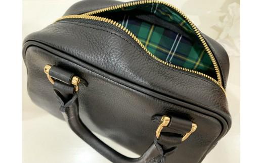 鞄の裏地にはPAGOTタータン(播州織)を使用しています。