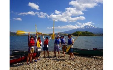 雄大な富士山をバックにカナディアンカヌーで湖を満喫!
