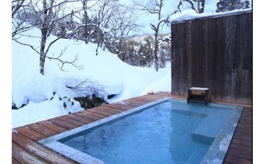 全室に天然温泉掛け流し半露天風呂をご用意