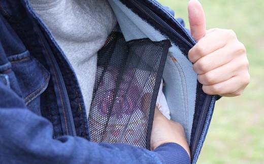メッシュ素材の内ポケットにはタオルやオムツも入ります