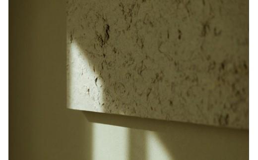 お部屋のインテリアには、唐津の七山を活動拠点とする紙漉思考室で漉かれた和紙が飾られています。