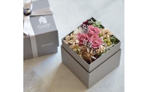A8-1482 【枯れないお花】幸せ運ぶ プリザーブドフラワーボックスアレンジ(ラシットピンク色) 【チョイス】