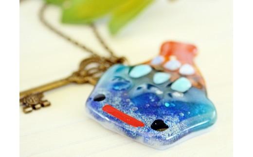 【沖縄ガラス星砂体験コース1名様】星砂をガラスに閉じ込めて作るアクセサリー製作体験