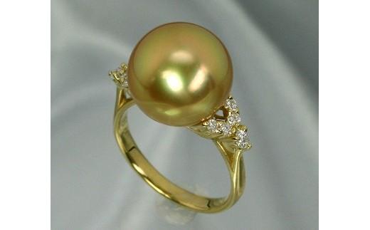 サイドにはメレダイヤモンドが0.18ctセットしてあります