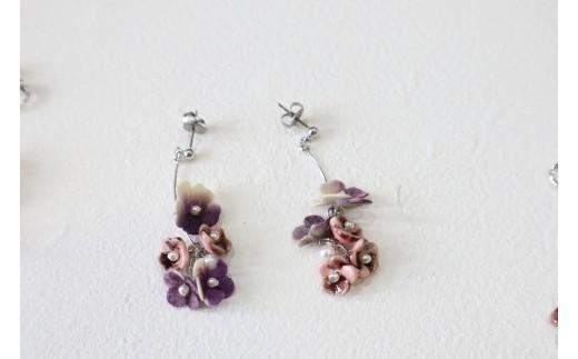 小花5個タイプ 紫 ピアス