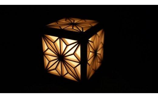 054-01建具製作技能士がつくる小さな四角い行灯(角麻柄)