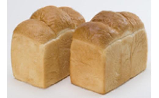 ふんわりしっとり、シンプルながら人気の山型パン。