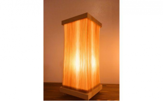 [№5221-0123]ぬくもりに包まれる西川材ランプ(のびる木 シェード使用) 四角・スギ
