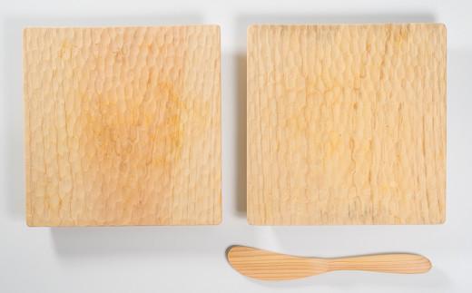 パン皿の彫り柄はランダムとなります。写真と同じものが届くわけではありません。