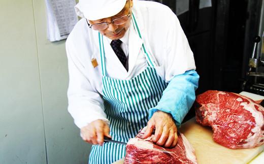 「信頼できる食材だけを取り扱っています」そう語るのは九戸屋肉店代表・小井田さん。