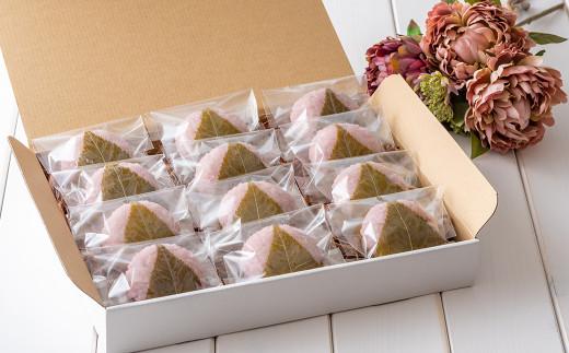 春季数量限定販売の 桜餅 。1箱にたっぷり12個入り。個包装でいつでも気軽に楽しめます
