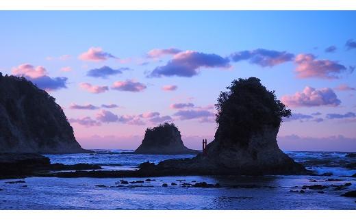 鯛の浦にある大弁天島、小弁天島