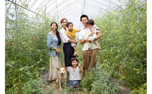 チャルジョウ農場/そる工房の小川さんご家族。