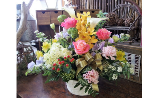 花工房パルテールがお届け 季節のフラワーアレンジメント ミディアム