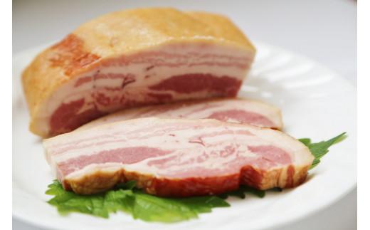 熟成ベーコン700g【群馬県産冷蔵豚肉を使用】