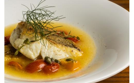 魚介料理:明石鯛のアクアパッツァ