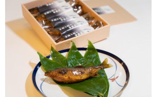 甘辛くじっくりと煮込んだ子持ち鮎は山椒の香りと共に最高の仕上がりです。限定30セット!