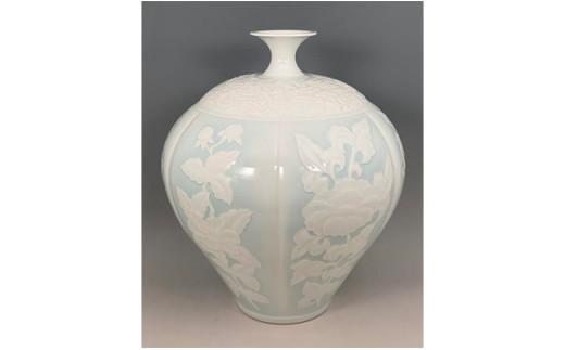 A7000-1 現代の名工 奥川俊右ェ門作 青白磁六方割牡丹文花瓶