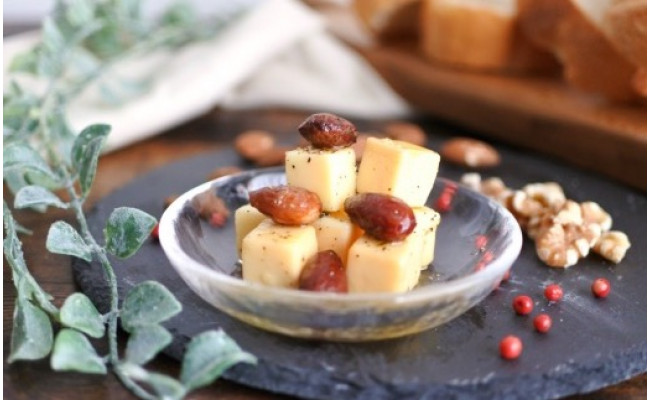 V005【ギフト用】◆着日指定可◆ごろっとうまみチーズのオイル漬3種セット