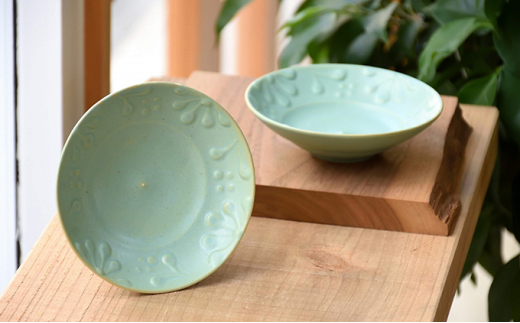 [№5624-0684]いっちん文様 陶器製 水浅葱リム小皿 2枚セット