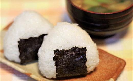 杵臼米で塩むすび