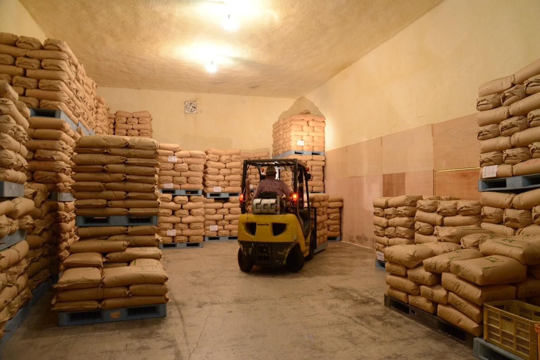 専用の倉庫で低温保管し、お届け直前に精米します
