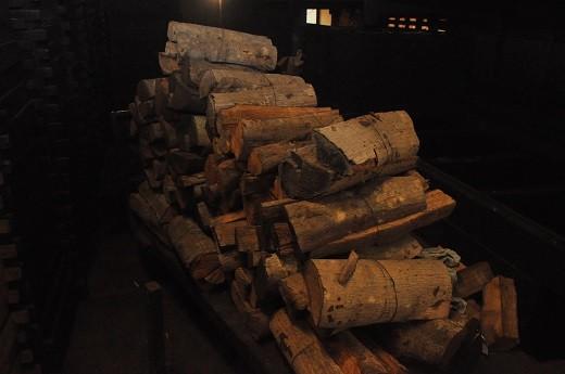 いぶしに使うのは地元館山のマテバシイ。