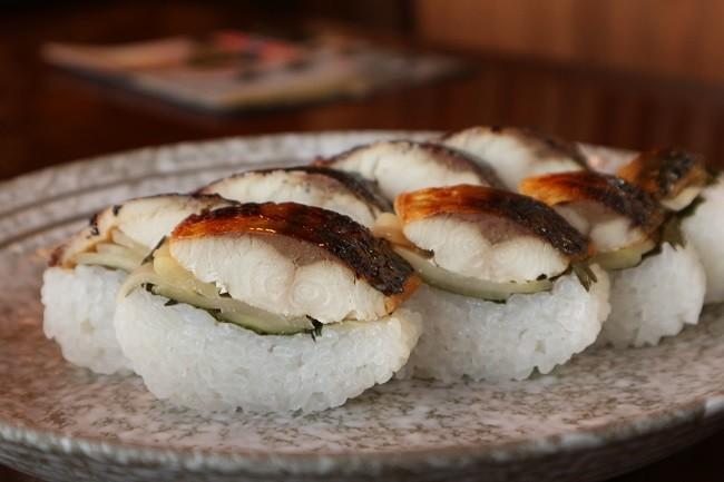 僕は焼き鯖寿司をおかずにご飯いけます!