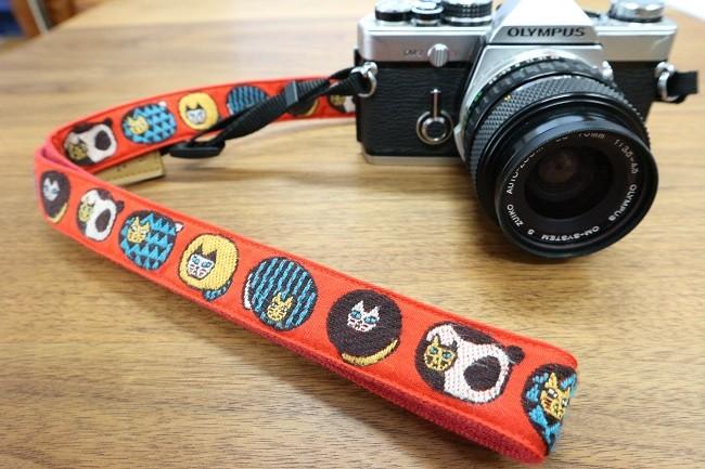 シンプルなカラーのカメラに合う!