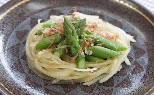 アスパラガスと新玉ねぎの和風サラダ