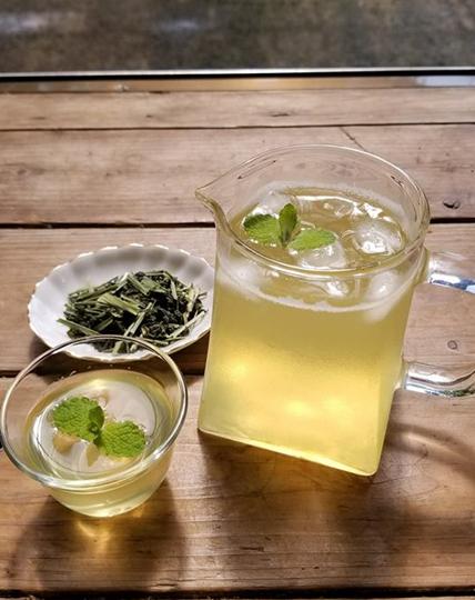 暑い夏はオーガニックなレモングラスと緑茶をブレンドしたハーブティを♪