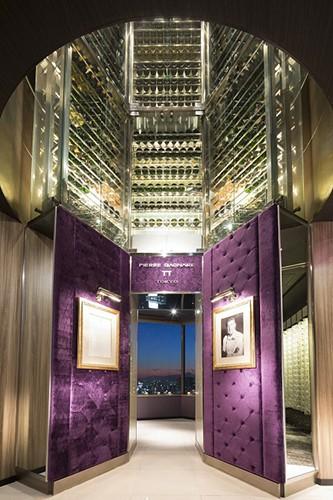 江戸紫をキーカラーとしたファサード