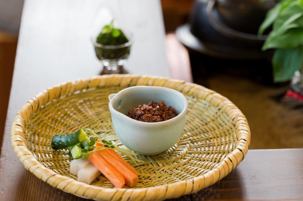 野菜をディップするだけの簡単おつまみも、もろみの力でワンランクアップ
