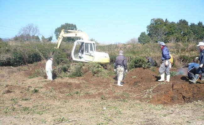重機を使っての開墾の様子