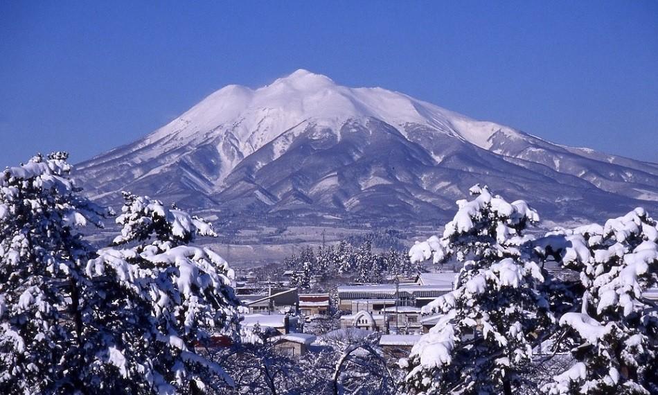 冬の岩木山