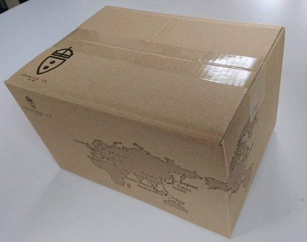 オリジナルデザインの段ボール箱で梱包してお届けします