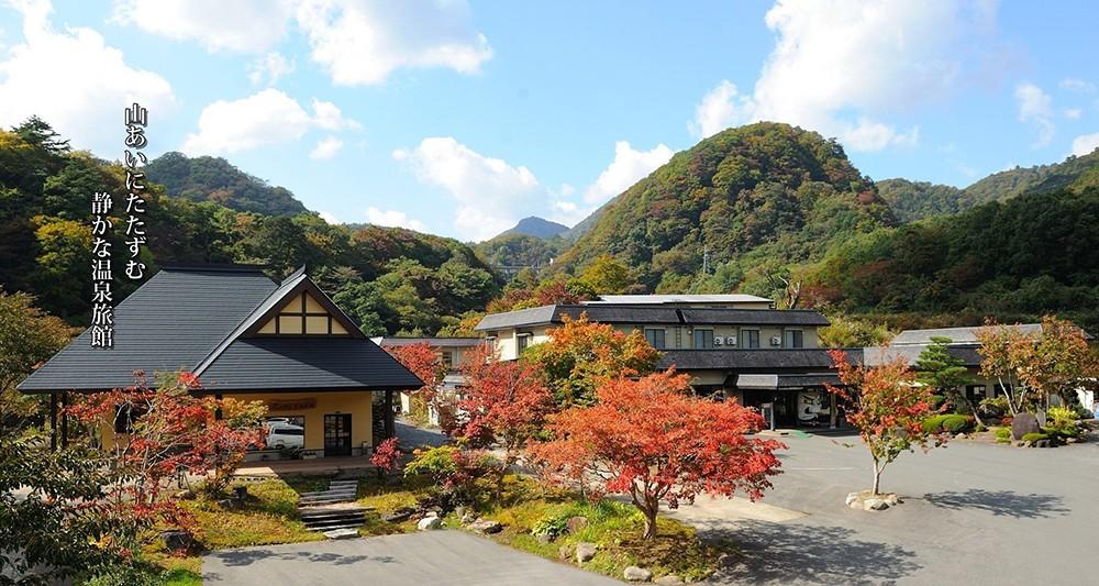 山あいにたたずむ静かな温泉旅館