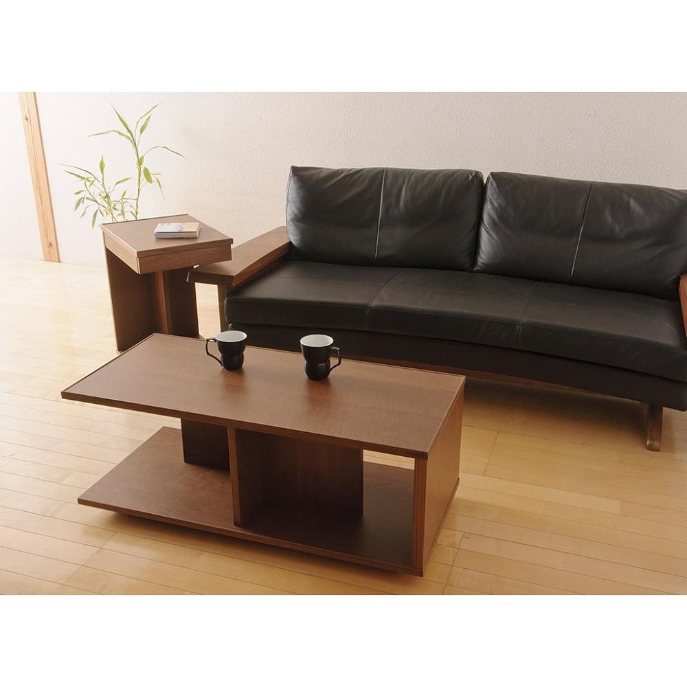 左奥のソファの横の商品になります