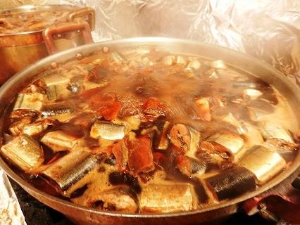 煮詰めた濃厚サンマ汁を加えたタレでコク旨倍増