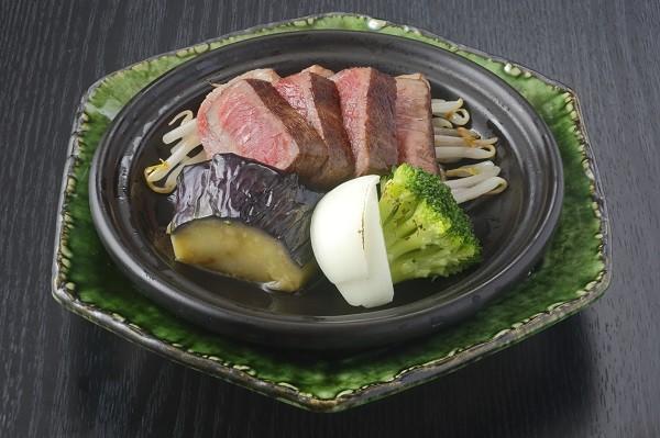和牛ロース肉の陶板焼き(プラス800円)