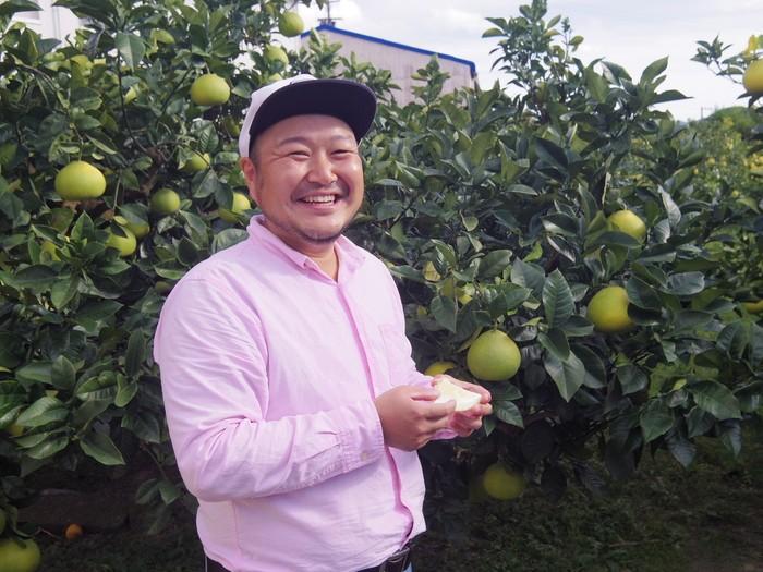 「電子文旦」を生産しているハッピーフルーツ果樹園の大串さん