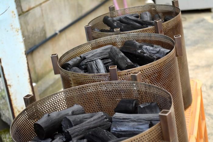 電子文旦の栽培には「炭」がいくつもの場面で活躍していました。