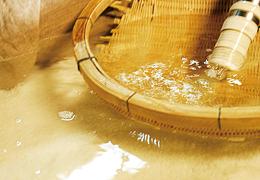 粟鹿山から湧き出る天然水仕込み